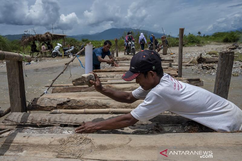 Jembatan Darurat Swadaya Masyarakat di Jono Oge