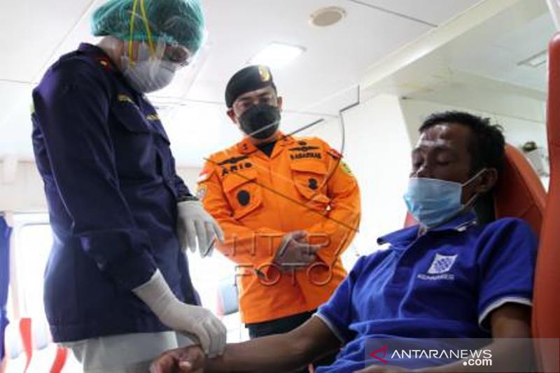 Evakuasi Dua Jenazah ABK Di Laut Banda
