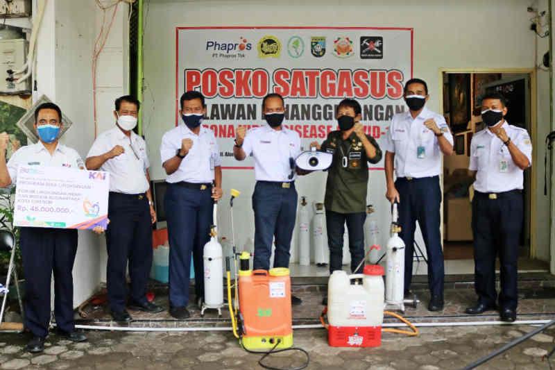 KAI Cirebon salurkan bantuan tanggap pandemi COVID-19