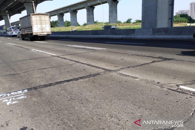 Jasa Marga lanjutkan perbaiki tiga titik jalan Tol Jakarta-Cikampek
