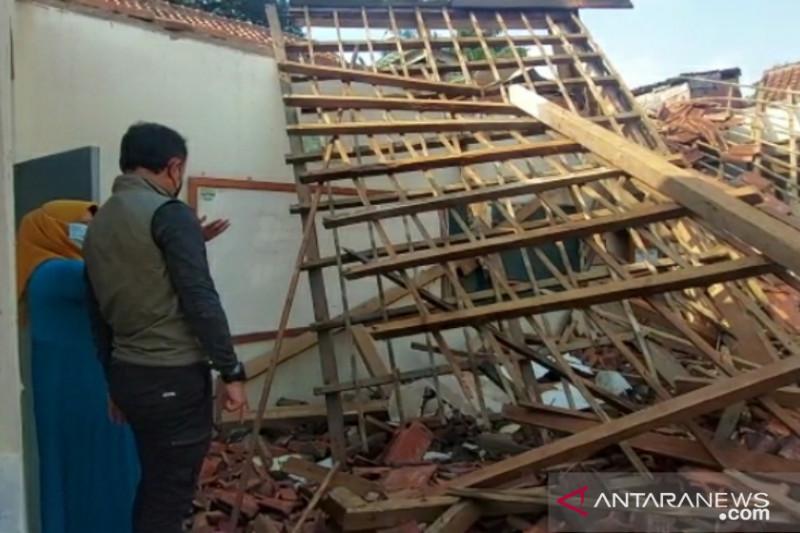 Pemkot Bogor perbaiki bangunan SD Negeri Otista yang ambruk