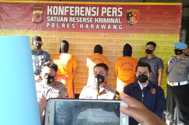 Polres Karawang tetapkan tiga tersangka perusakan hotel dan kantor Adira Finance
