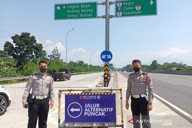 Polres Bogor mengalihkan kendaraan ke Puncak melalui dua jalur alternatif