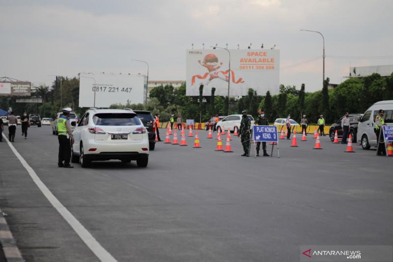 Polisi putar balikkan 650 kendaraan pekan ketiga ganjil-genap di Bandung