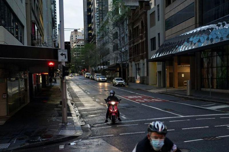 Kasus COVID-19 di Victoria melonjak, Sydney longgarkan pembatasan