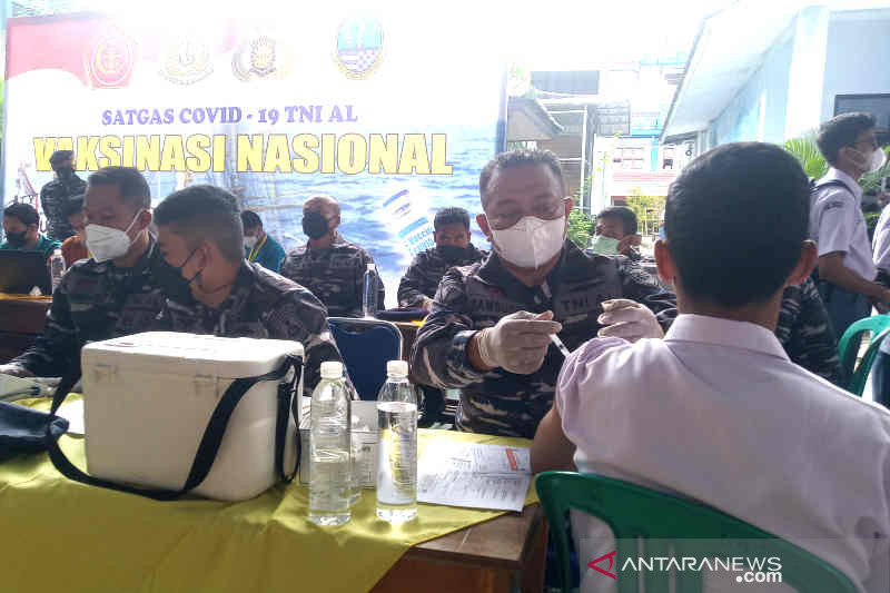 Lantamal III Jakarta gelar vaksinasi bagi siswa SMA Kota Cirebon