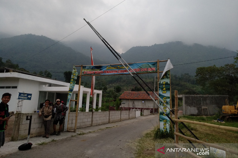 Jalur pendakian Gunung Guntur di Garut ditutup karena ada pendaki hilang