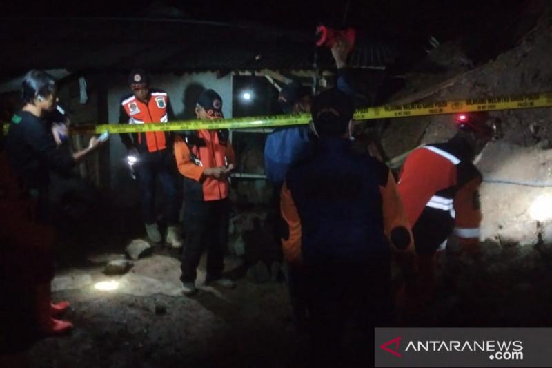 Bencana alam longsor landa dua kecamatan di Cianjur