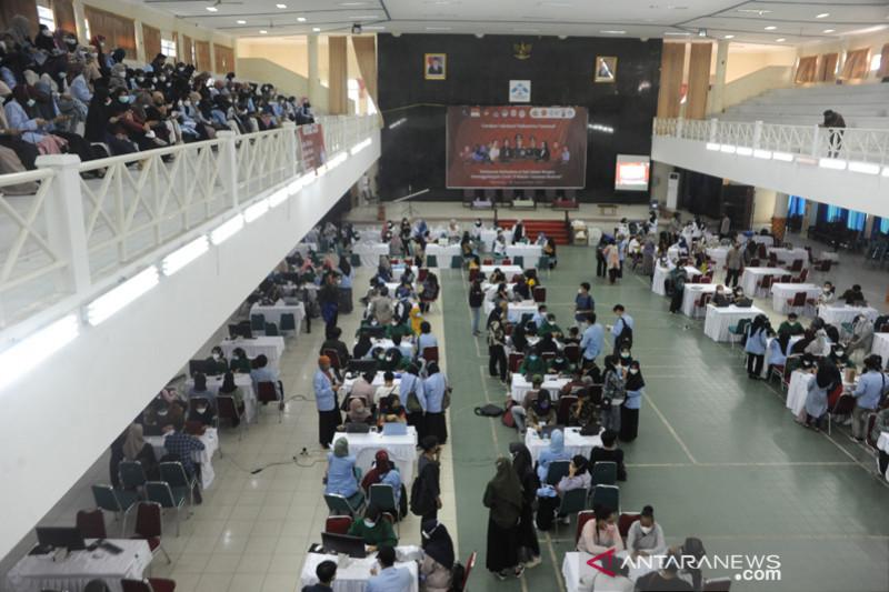 Vaksinasi mahasiswa UIN Raden Fatah Palembang