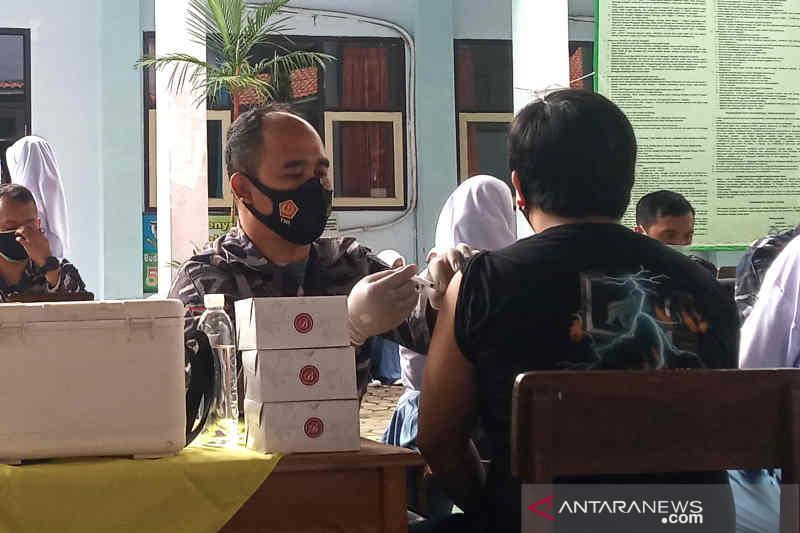 Wali Kota Cirebon optimistis 70 persen warga divaksin pada November