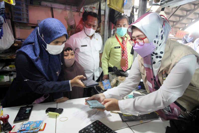 Retribusi pasar di Cirebon beralih ke nontunai untuk tingkatkan PAD