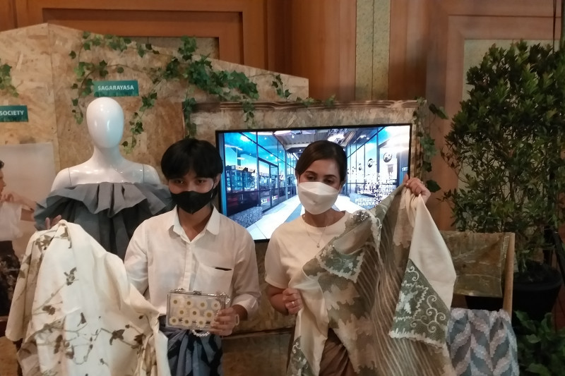 UMKM binaan BI Jabar olah limbah tekstil jadi kain tenun bernilai jual tinggi
