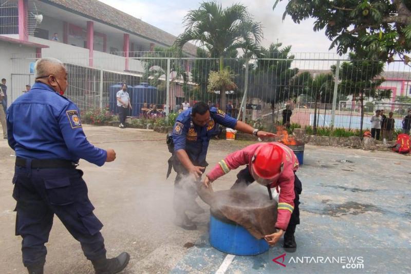 Lapas Cianjur gandeng Damkar berlatih penanggulangan kebakaran