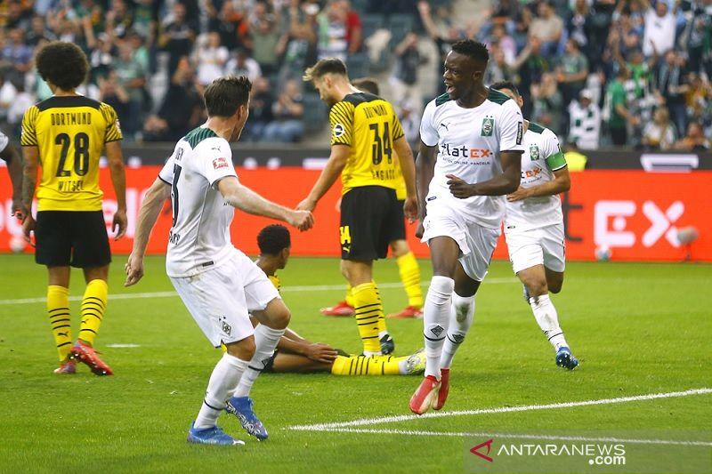 Gladbach tundukkan sepuluh pemain Dortmund