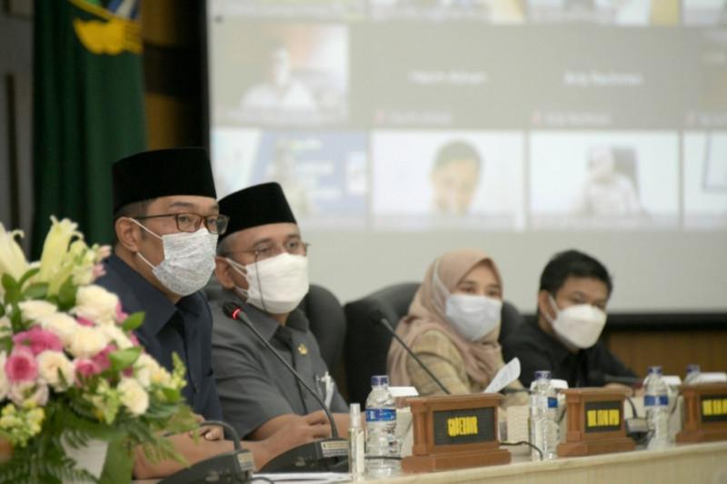 Gubernur Jawa Barat sampaikan Raperda APBD Perubahan 2021