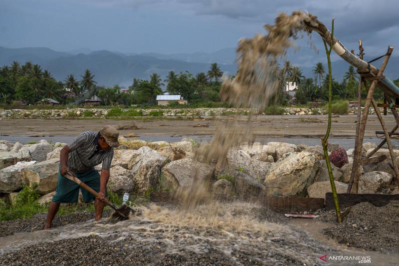 Aktivitas Pertambangan Pasir Rakyat di Sigi