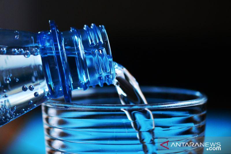 Tips aman konsumsi air minum dalam kemasan, apa saja?
