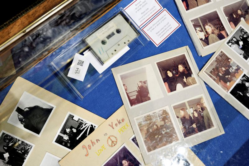 Kaset rekaman wawancara John Lennon dan Yoko Ono laku Rp832 juta