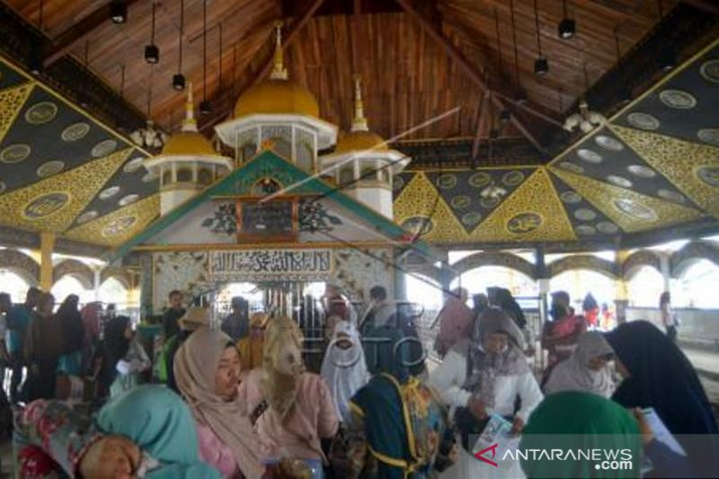 Tradisi Basyafa Di Makam Syekh Burhanuddin