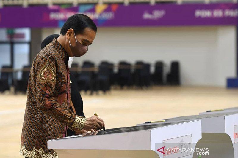 Presiden Jokowi: Batik bagian gaya hidup Indonesia yang mendunia