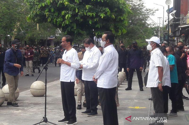 Presiden resmikan program bantuan tunai untuk PKL