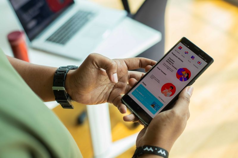 Telkomsel REDI hadirkan akses layanan bank lewat satu aplikasi.