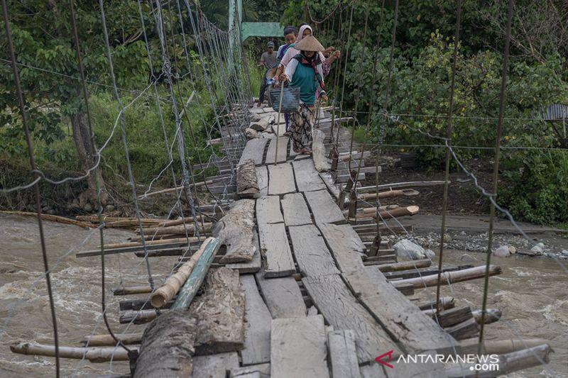 Tiga Tahun Jembatan Gantung Salua Belum Diperbaiki