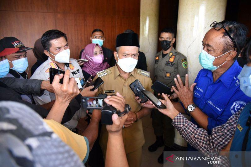Bupati Bandung beri sanksi bagi camat tak capai target vaksinasi