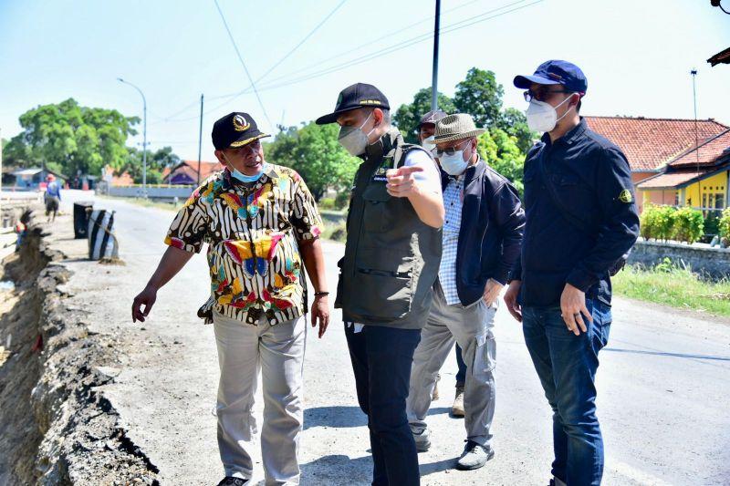 DPRD berharap pembangunan jalan akses Bandara Kertajati segera tuntas