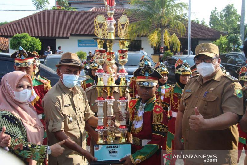 Bupati Subang serahkan sejumlah bantuan dana APBD