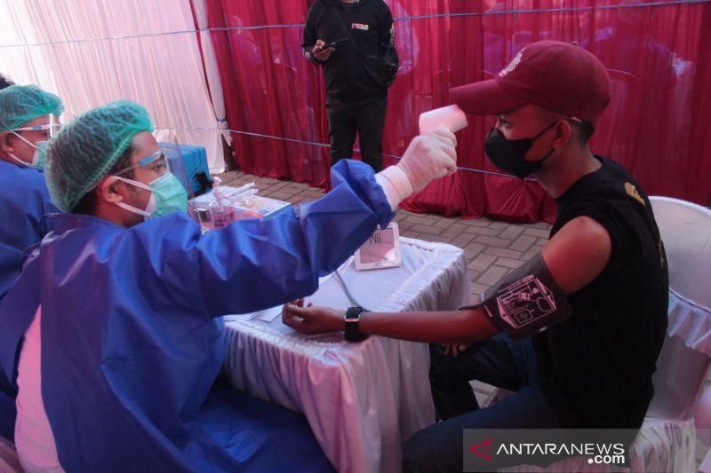 Vaksinator sisir warga yang kesulitan divaksin di Garut