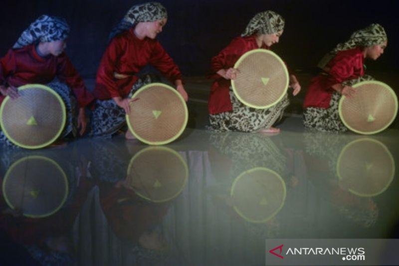 Festival Tari Remaja Di Padang