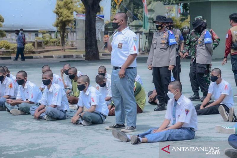 Ratusan pelajar yang tawuran di Karawang ikuti penataran kedisiplinan dan bela negara