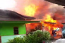 Anak kelainan jiwa sebabkan dua rumah terbakar, tiga terpaksa dirusak di Parbubu Tarutung