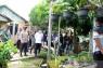 Kapolda Kalsel dan Danrem sambangi warga jalani isolasi mandiri COVID-19